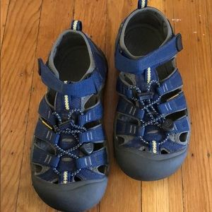 Keen navy shoes size 3
